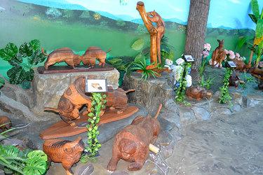O Espaço das Esculturas que Falam é outra atração do local, com cerca de 85 peças talhadas em madeira. Foto: DUECompany
