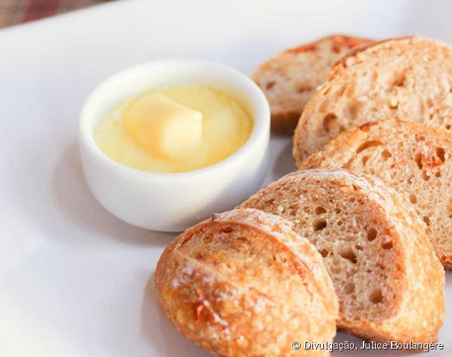 Apesar de toda a sofisticação, o Julice Boulangère não deixa o tradicional pão com manteiga de fora do cardápio