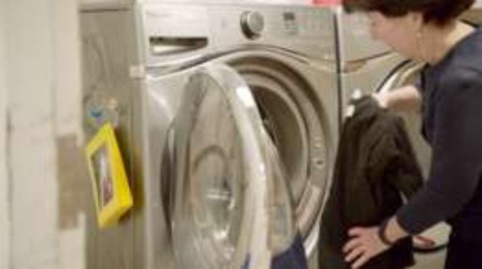 90976900laundering-clothes-6-hr