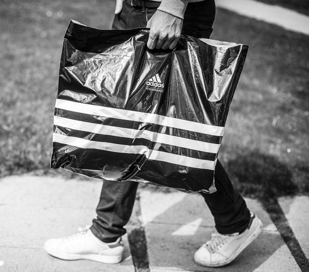 Sacola plástica Adidas