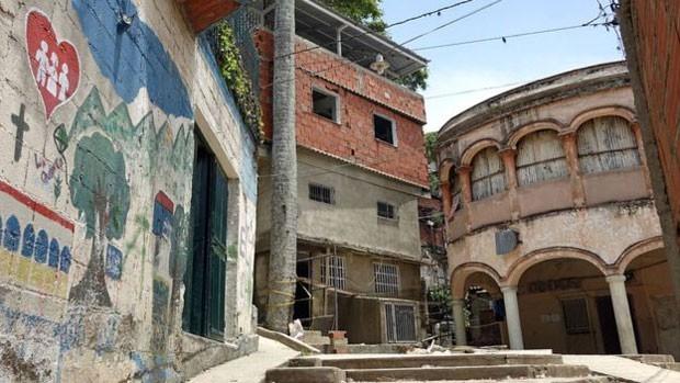 O bairro venezuelano era um foco de criminalidade em um dos países mais violentos do mundo (Foto: BBC)
