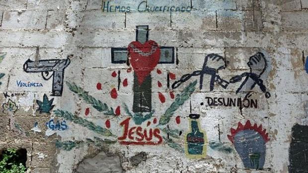 Processo de paz foi registrado por jovens em um dos muros do bairro (Foto: BBC)
