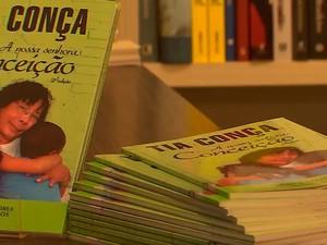 Livro reúne 24 depoimentos sobre a história de Tia Conça (Foto: Reprodução/TV Bahia)