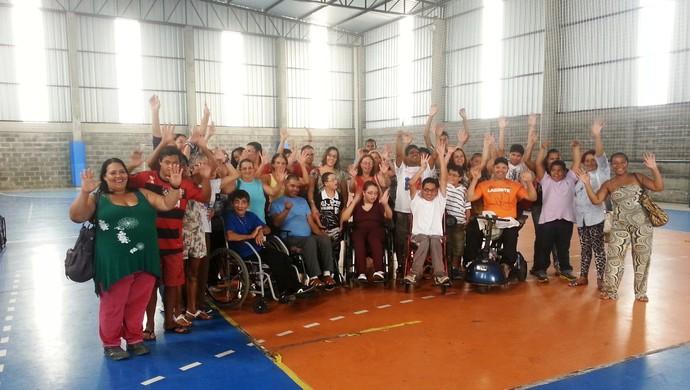 Mães e filhos do JF Paralímpico Juiz de Fora 2 (Foto: Roberta Oliveira)