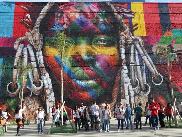 mural_etnias2_estudio_retrato
