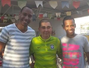 Torcedores doam a camisa de Neymar para instituição filantrópica de Belo Horizonte (Foto: Tayrane Côrrea)