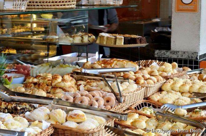 A padaria Dona Deôla combina padaria e lanchonete em um só lugar