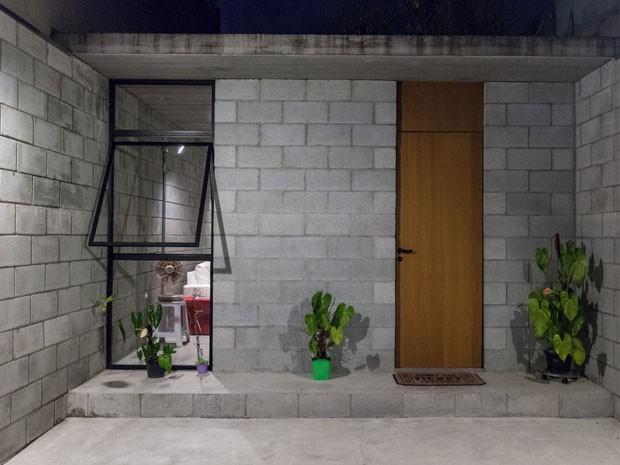 Entrada da casa, na Zona Leste de SP, considerada a melhor construção do mundo (Foto: Marcelo Brandt/G1)
