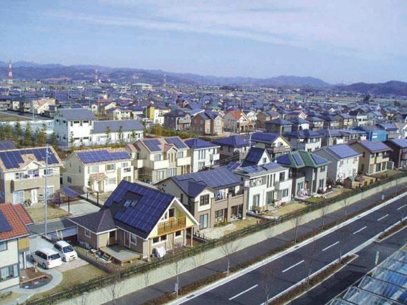 cidade-solar-energia-placa-no-telhado