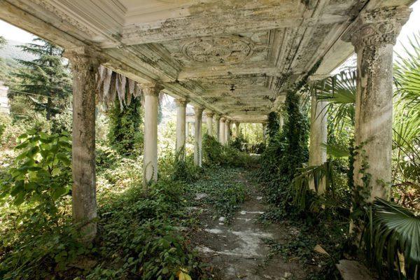 estação-de-comboios-abandonada