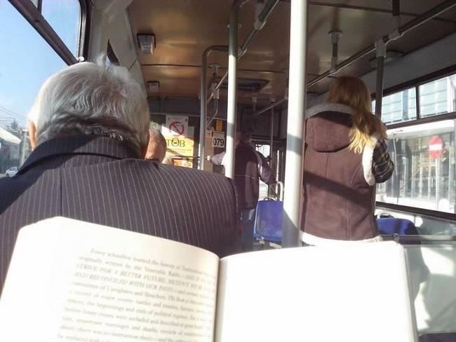 passagens-gratuitas-para-passageiros-que-leem-livros-4