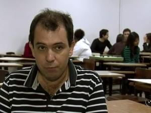 Professor Eder é livre-docente (Foto: Reprodução / TV TEM)
