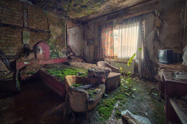 quarto-de-hotel-abandonado